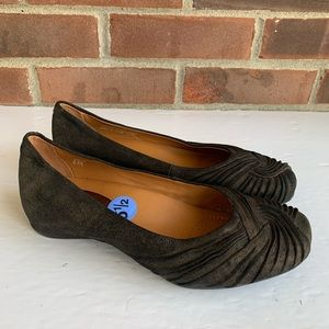 Like new Earthies brown leather flats shoes